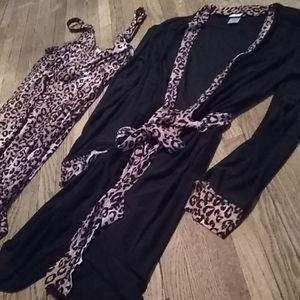 Other - NWOT silky cheetah chemise/robe set (M)